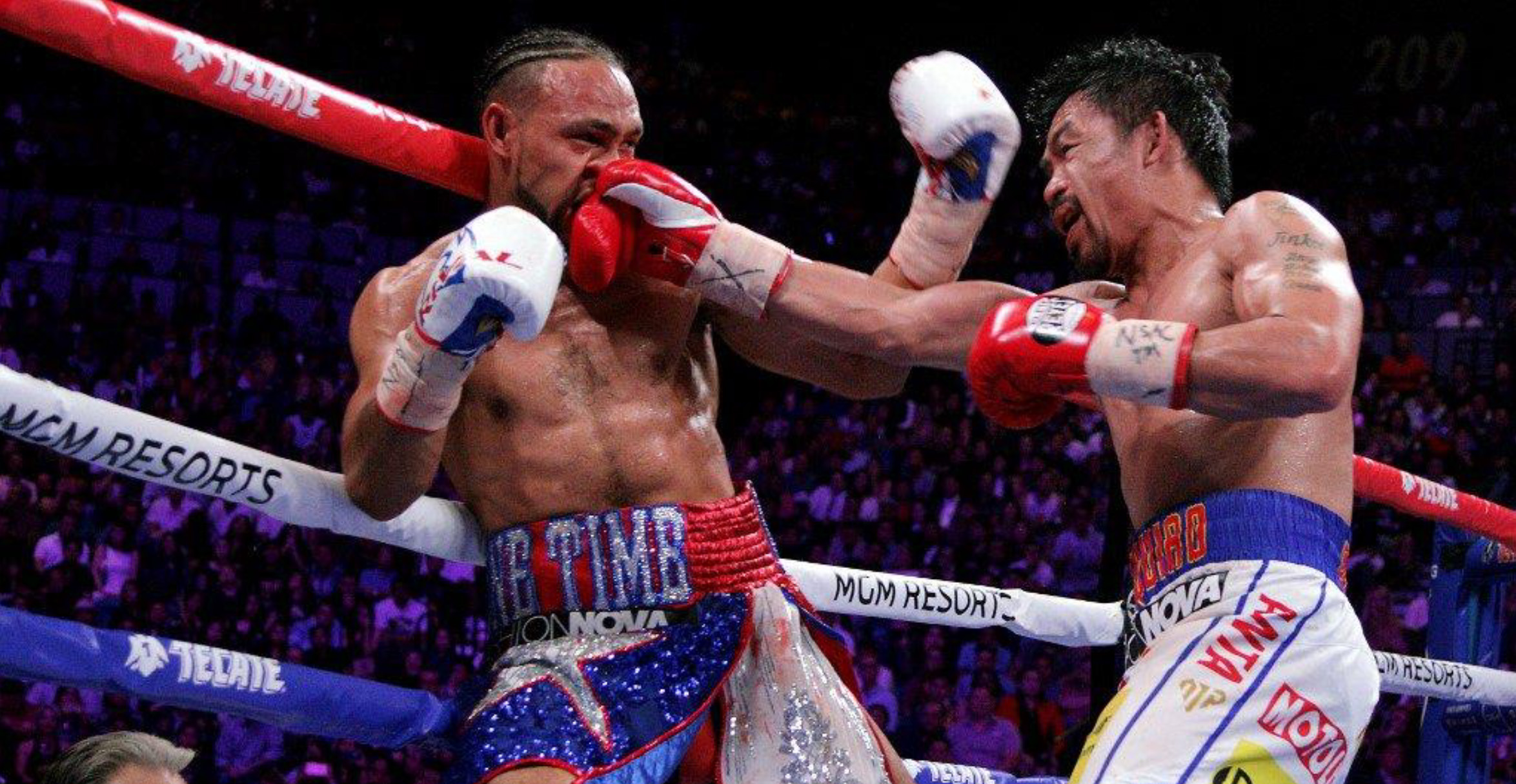 South paw Manny Pacquiao drives a devastating right to the face of undefeated Keith Thurman during their WBA super world welterweight title fight at the MGM Grand Garden Arena on Saturday, July 20, 2019 in Las Vegas, Nevada. ━ The Filipino 8-division champion won by a 12 round split decision. (Photo by John Gurzinski / AFP)